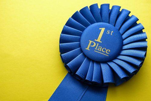 első hely díj jelvény